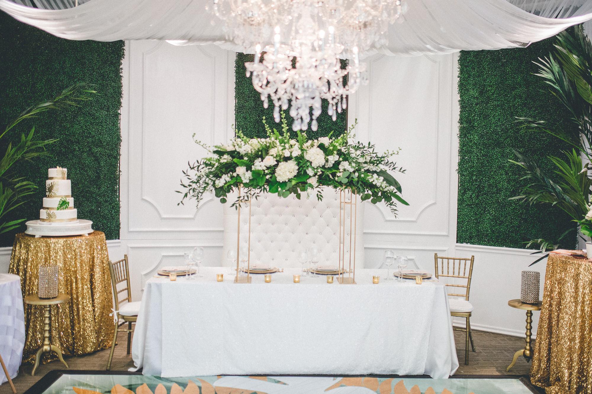 green and white wedding, wedding backdrop, boxwood hedge, dayton ohio