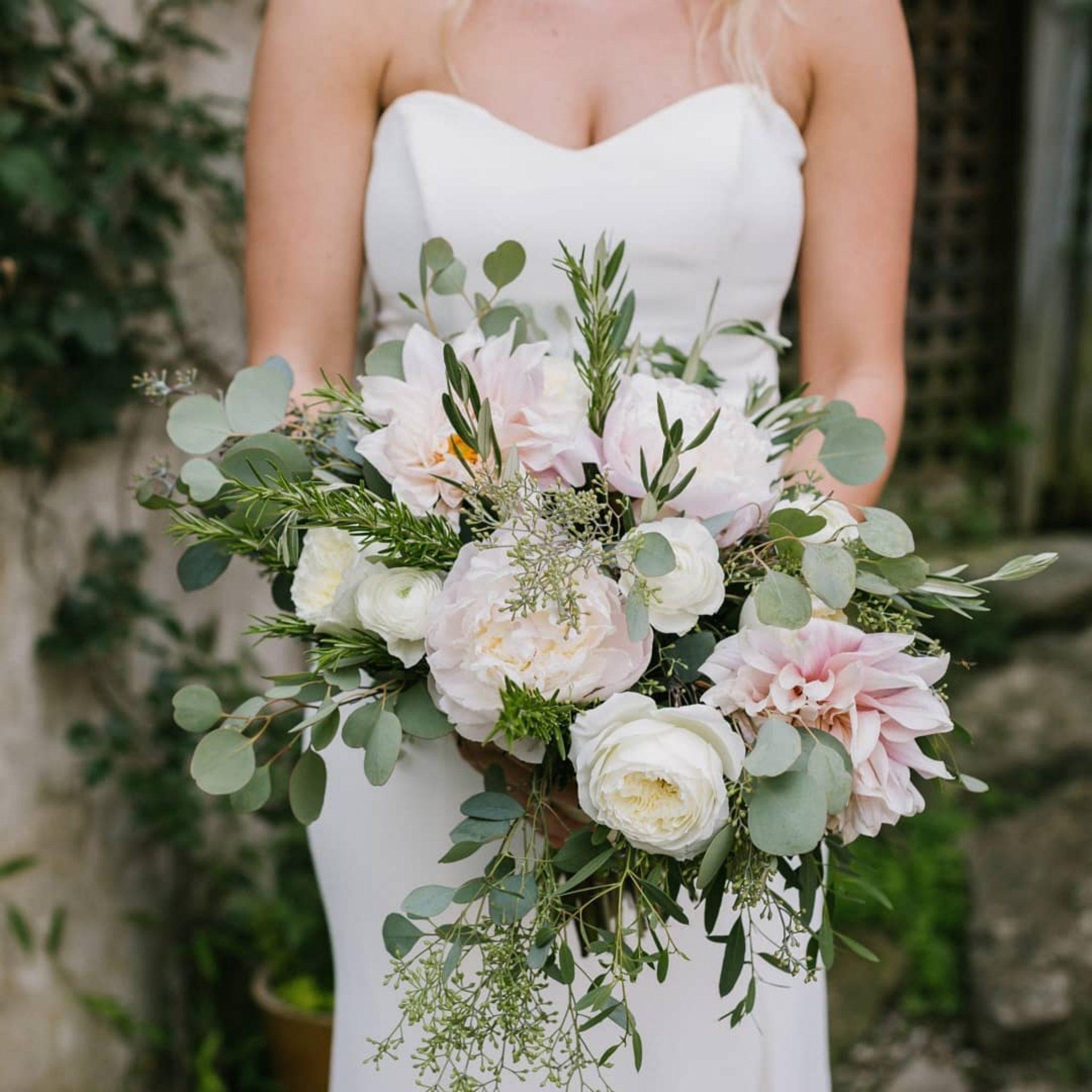 Bridal_bouquet_wedding_flowers_wedding_bouquet_dayton_cincinnat_florist_wedding_preservation