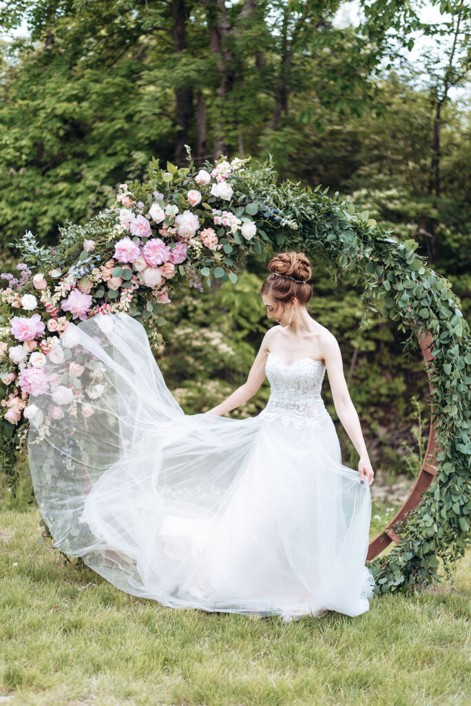 wedding_flowers_dayton_cincinnati_ohio_bridal_bouquet_florist_weddings_circle_arch_decor_florals_ceremony_decorations_wedding_arch