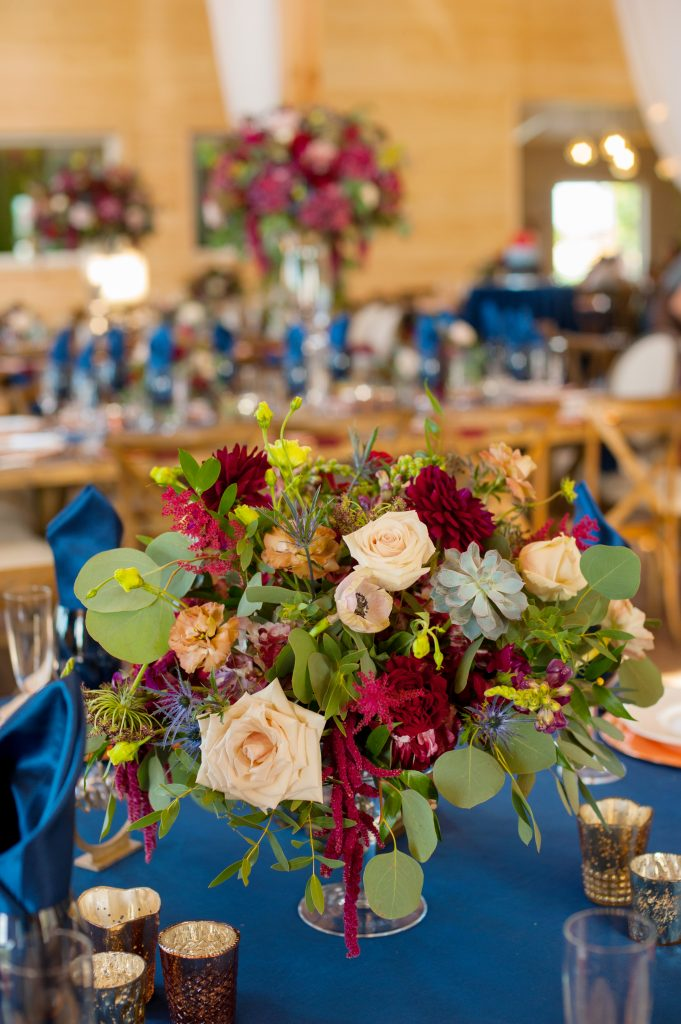 Stone_Valley_Meadows_wedding_reception_Ceremony_venue_flowers_florist_Dayton_ohio_low_compote_centerpiece